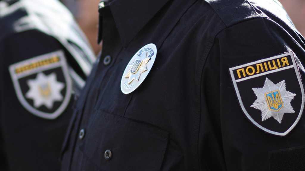 «Начал дергать за форму, а затем…»: В Ровенской области двое мужчин напали на полицейских
