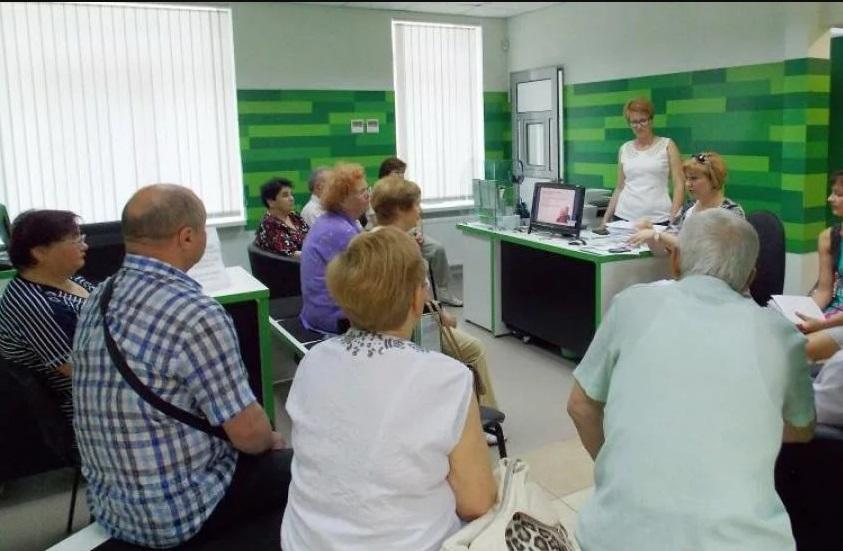 «Привязать отпечатки пальцев к карте»: Что готовит украинцам «ПриватБанк»