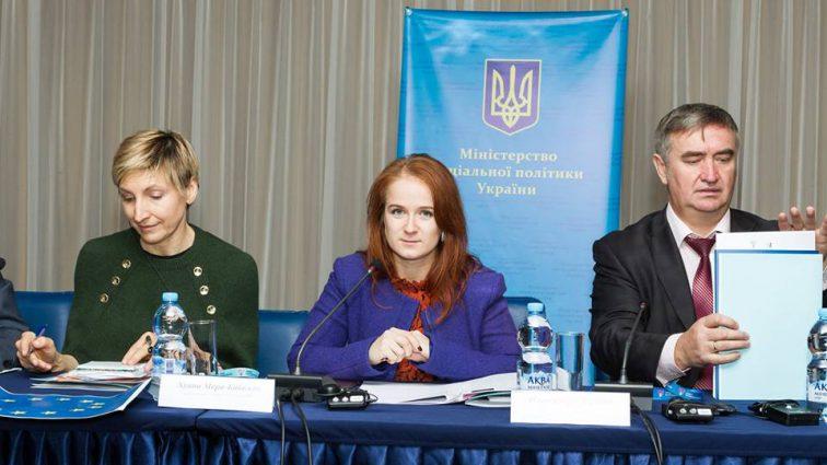 «Зеленоглазая, рыжая бестия»: Что известно об одиозной зам министра Ревы, Александре Чуркиной