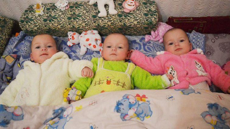 «Что-то буквально выдавливало младенца наружу»: Как украинка родила тройню с разницей в 38 дней. Невероятная история!