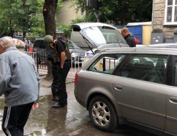 Во Львове в авто общественного активиста бросили гранату