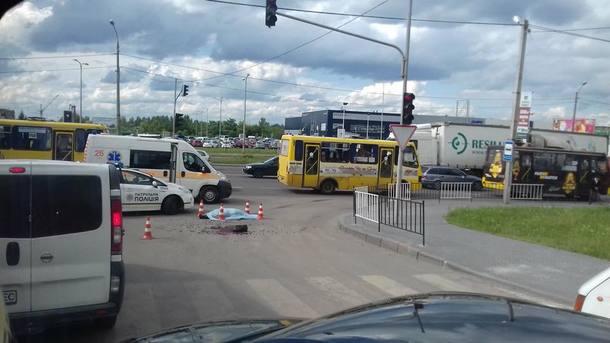 «Тело пролежало на дороге более трех часов»: Во Львове грузовик насмерть сбил женщину