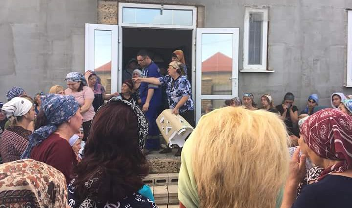 «8-летнего ребенка отвезли в больницу, но не смогли спасти»: В Крыму жестоко зарезали целую семью