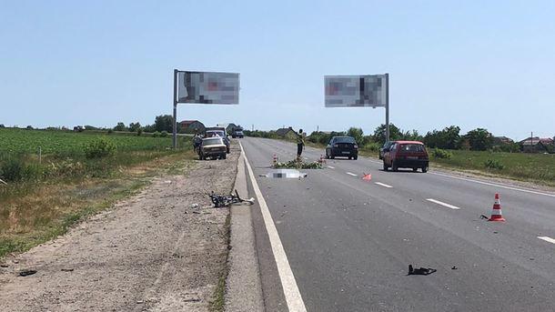 «Въехал в велосипедистов»: В кровавом ДТП погибла женщина, трое детей в больнице