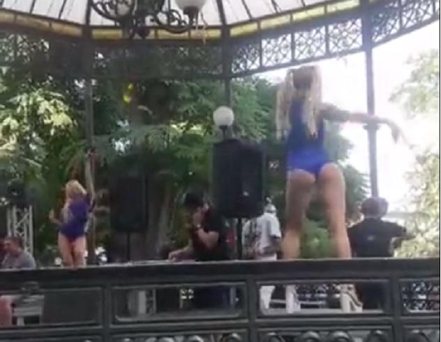 «90 тысяч гривен за стриптизерш»: Сеть возмутил откровенный танец девушек наДне молодежив Одессе