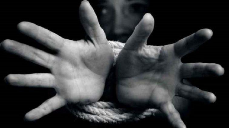 «Запугивала молодых девушек черной магией, заставляла пить кровь и…»: Медсестра продавала своих жертв в рабство