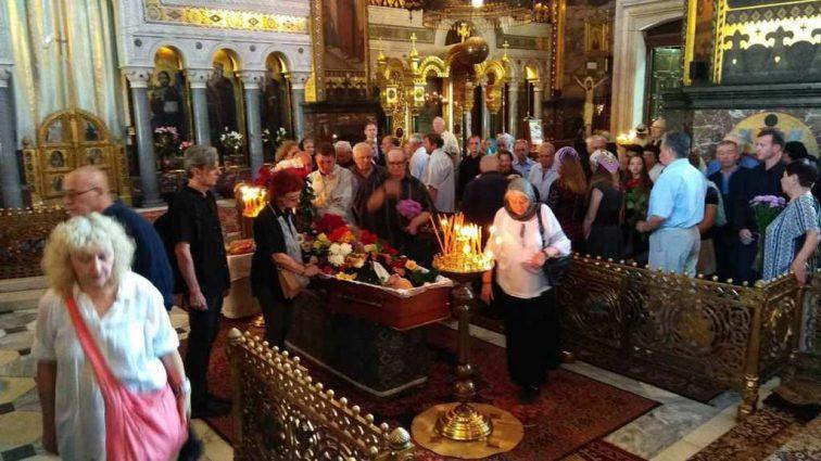 «Храм переполнен людьми и президент с премьером»: В Киеве прощаются с выдающимся украинцем