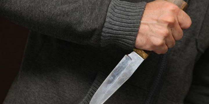 «Градус напряжения вырос»: Ревнивый муж вонзил своему сопернику нож в спину