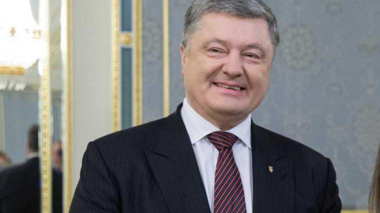 «Вы — будущее Украины»: Порошенко трогательно поздравил украинцев с праздником