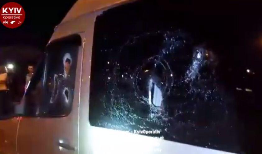 Прямо у метро: В Киеве неизвестные расстреляли микроавтобус