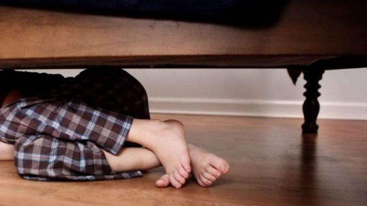 «Обнажил ребенка и начал касаться его половых органов»: Мужчина развращал 4-летнего мальчика возле родителей