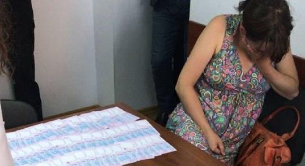 Жизнь ребенка оценила в 140 тыс.: горе-мать на пороге роддома продала своего новорожденного младенца