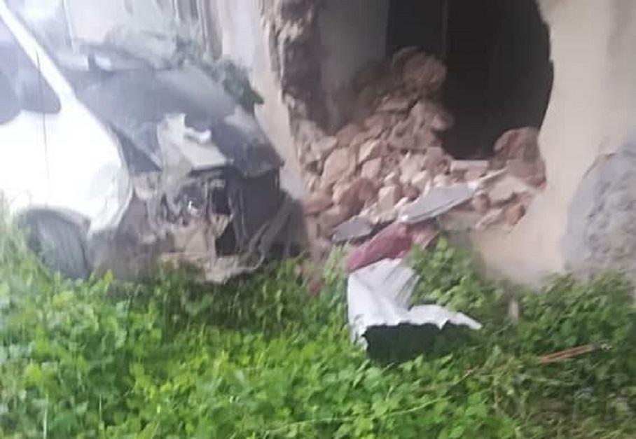 На Львовщине водитель микроавтобуса протаранил стену жилого дома