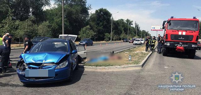 Смертельное ДТП: На трассе столкнулись три авто, два человека погибли