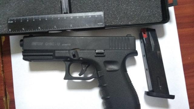 «Продавал очередной пистолет»: Правоохранители задержали торговца оружием