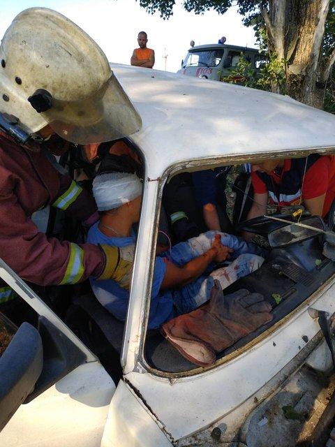 «Мужчину едва освободили из груди металла «: Пассажира после ДТП зажало в салоне авто