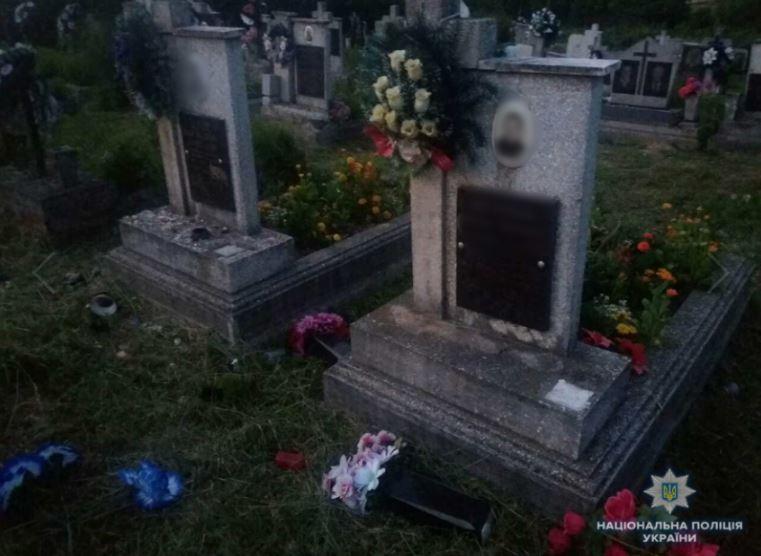 Трое детей сделали настоящий погром на кладбище: Что ждет вандалов
