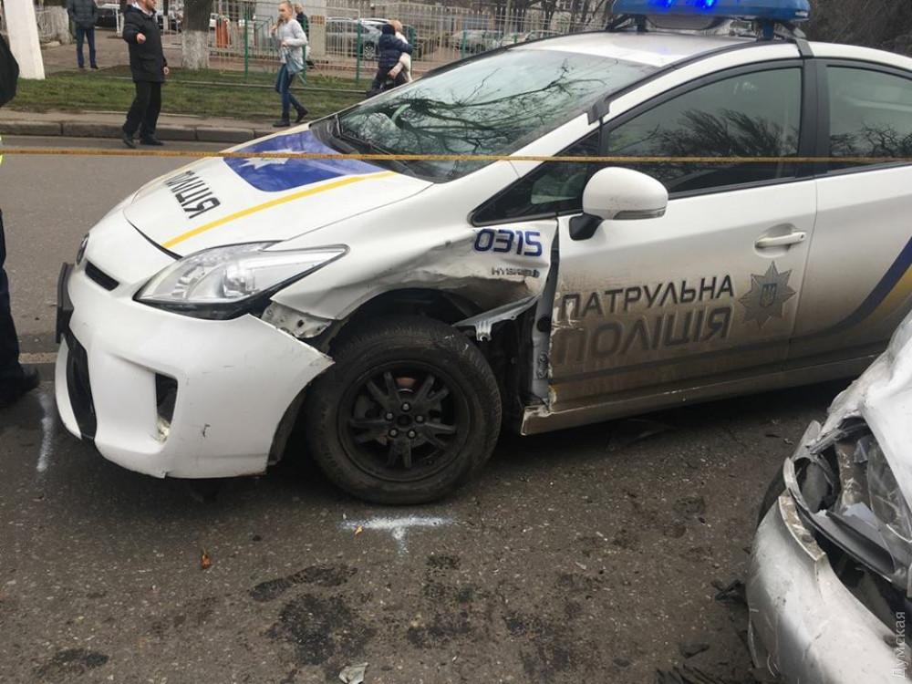 Во Львове полицейские сбили человека прямо на пешеходном переходе: Мужчина срочно госпитализирован