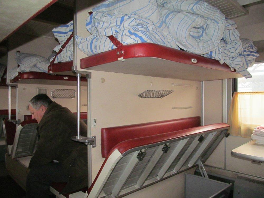 «Вот это сервис, ужас»: Укрзализныця попала в скандал из-за грибов, «выросших» в вагоне