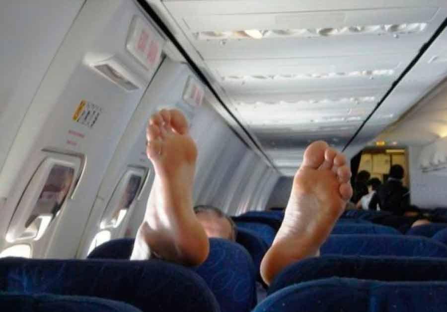 Через несколько дней умер: Вонючий пассажир, из-за которого экстренной посадили самолет, оказался известным музыкантом…