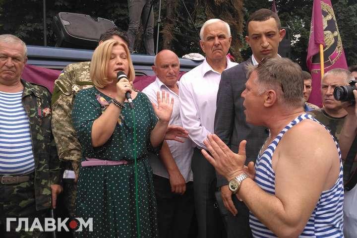 «Гонит пургу … Позор»: На Геращенко набросились митингующие, так ее еще не обзывали