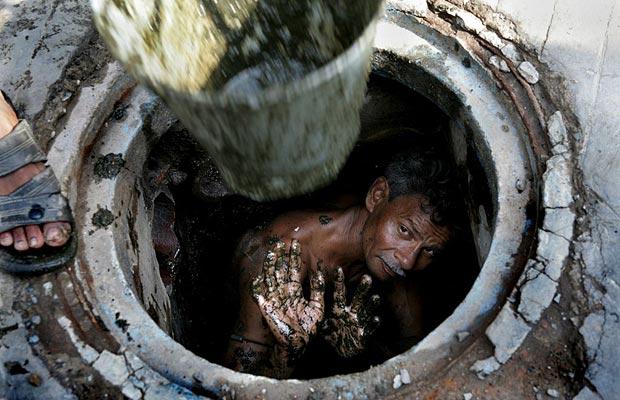 «На глубине 3 метра»: Тела женщины и мужчины нашли в выгребной яме