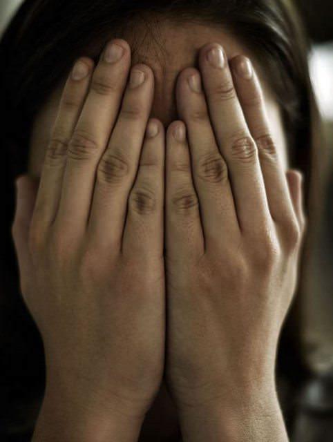 Родила ему за это время 8 детей: Отец 22 года насиловал собственную дочь, держа ее как рабыню