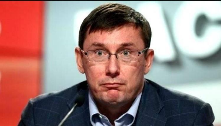 Луценко пришлось спасаться бегством: Активисты перегородили движение для кортежа генпрокурора