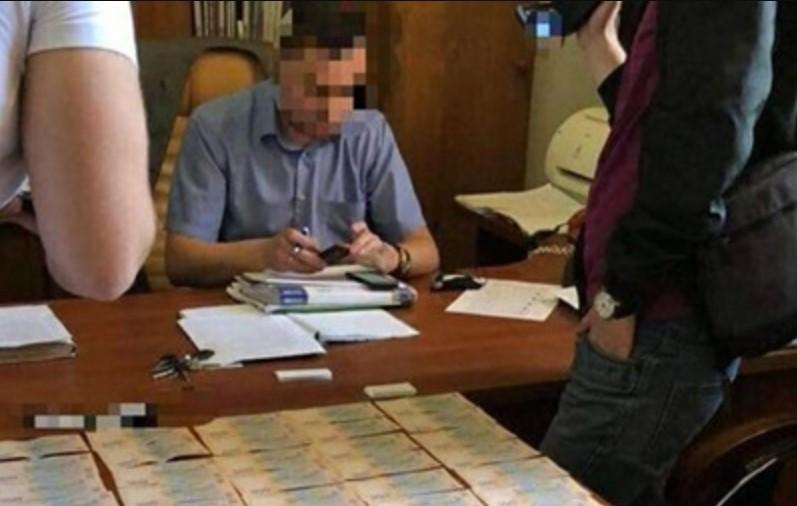 Получил 350 тыс. гривен «отката»: Полиция задержала чиновника Укрзализныци на взятке