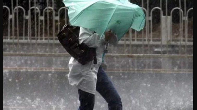 «Вытаскивайте зонтики и пальта, эти дни будут холодными»: Синоптики сообщили прогноз погоды на выходные