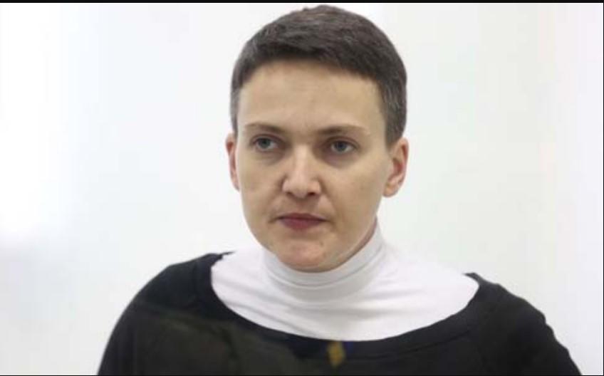 «Заметно похудела и …»: Фото Надежды Савченко из зала суда