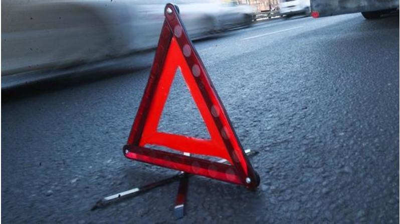 Ужасное ДТП за Львовом: Автомобиль «Москвич» влетел в бетонный блок, есть пострадавшие