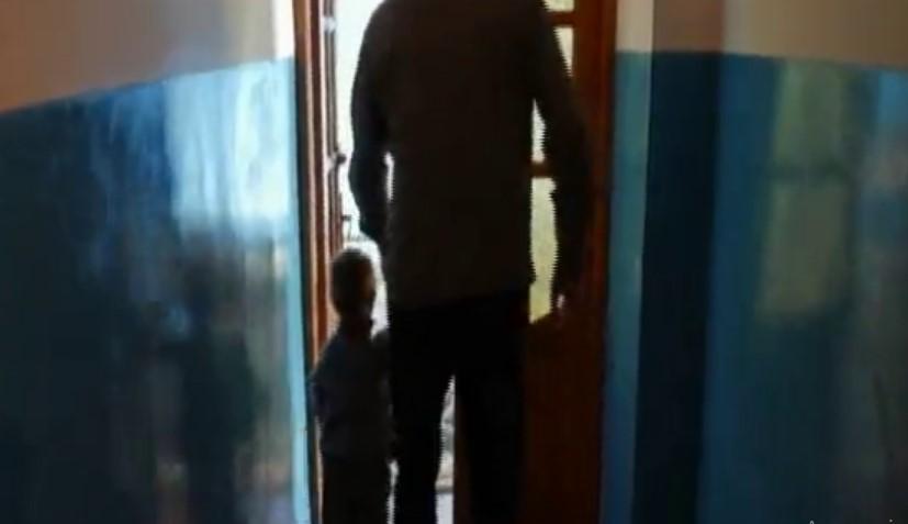 «Приводила своих детей в дом к старикам, чтобы те насиловали их»: Мать продавала своих сыновей в рабство