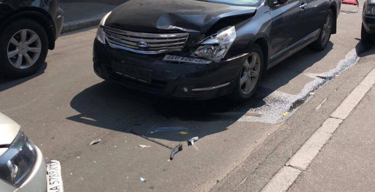 Пытался скрыться: В Киеве сотрудник консульства устроил опасную ДТП