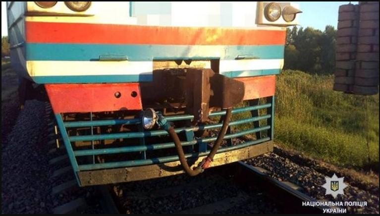 Ужасное ДТП на железнодорожном перегоне: поезд сбил мотоцикл, два человека погибли