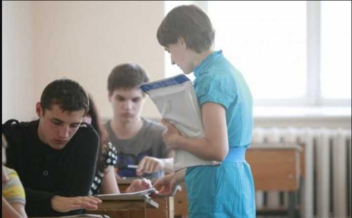 «Вслух этого никто не произнес»: Школьница на госэкзамене заставили снять белье