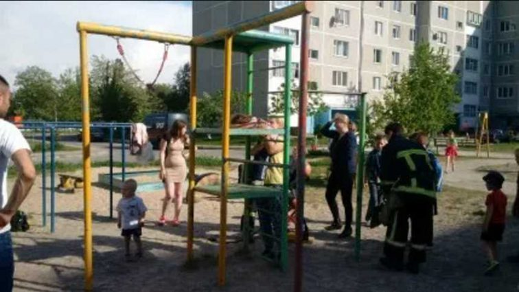 Хотел поиграть и стал пленником здания-замка: Во Львове чтобы освободить ребенка вызвали спасателей