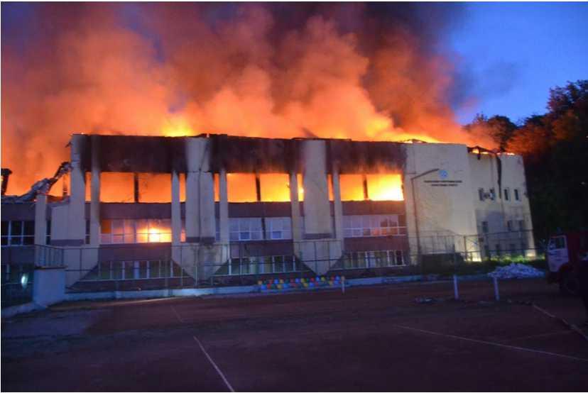 Срочно эвакуировали 120 жителей, вынесли патроны и оружие: город Львов всколыхнул ужасный пожар