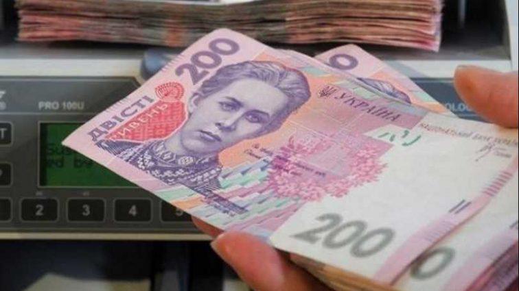 По 100 тыс каждому: кто из украинцев сможет получить солидные выплаты от государства