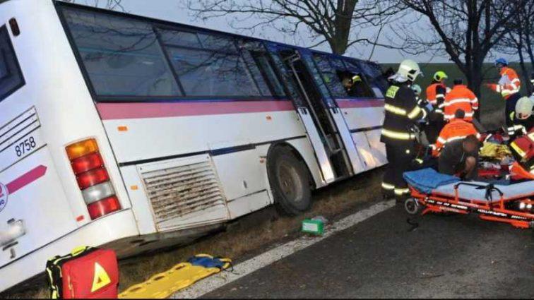Было много пассажиров, среди них — дети: Под Львовом туристический автобус попал в ДТП