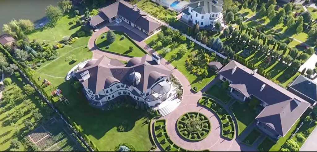 «Пшонка отдыхает!»: Особняк самого богатого прокурора страны ошеломил украинцев