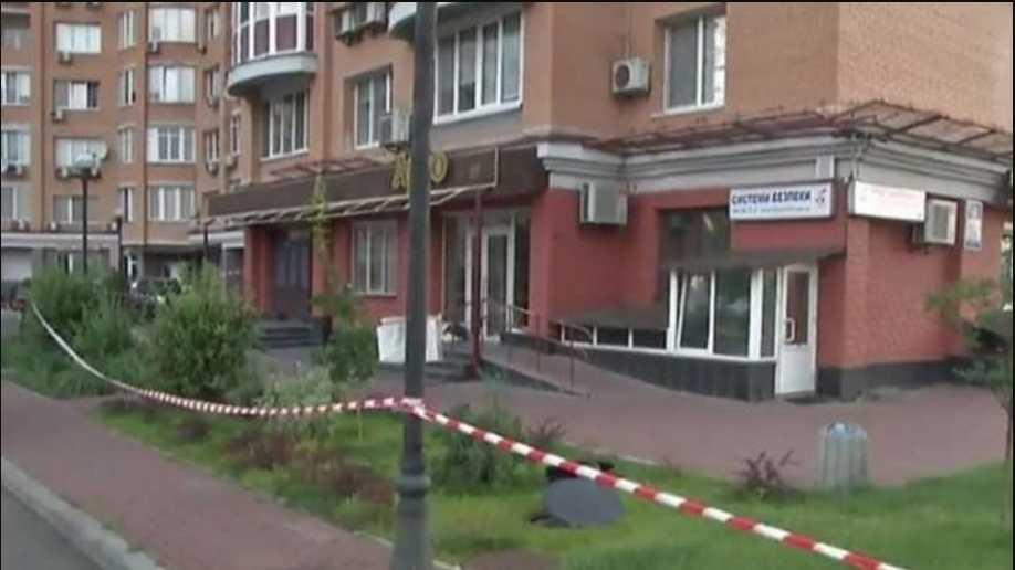Смертельная стрельба в киевском кафе: владелец убил посетителя, а другого ранил
