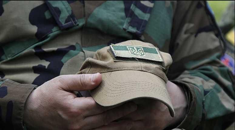 Заплатил жизнью за жизнь дочери: Умер военный, который прикрыл своим телом медика от взрыва