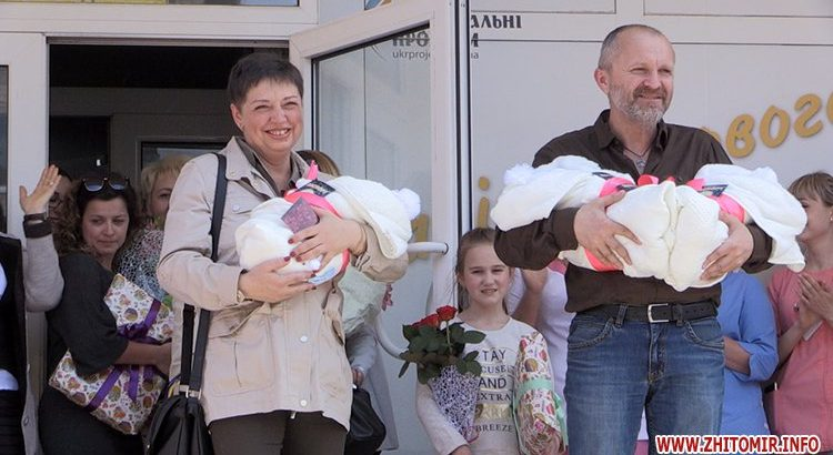 «Мы же без Димы просто погибнем»: После потери единственного сына в АТО, 48-летняя украинка родила тройню