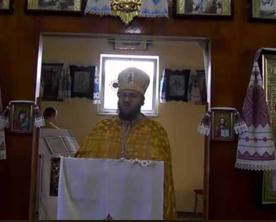 «Никакая мать тебе ничего не сказала!»: Священник дерзко раскритиковал поступок известного певца, который покинул маму в день смерти