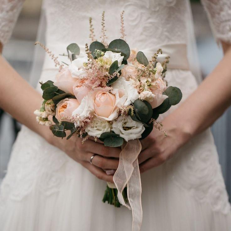 «Пришла в платье невесты и …»: Месть оскорбленной любовницы подорвала Сеть