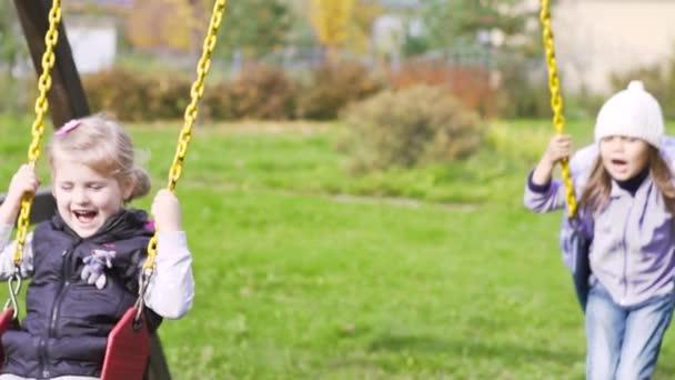 «Подошел к детям на площадке и начал …»: В одном из городов разгуливает педофил
