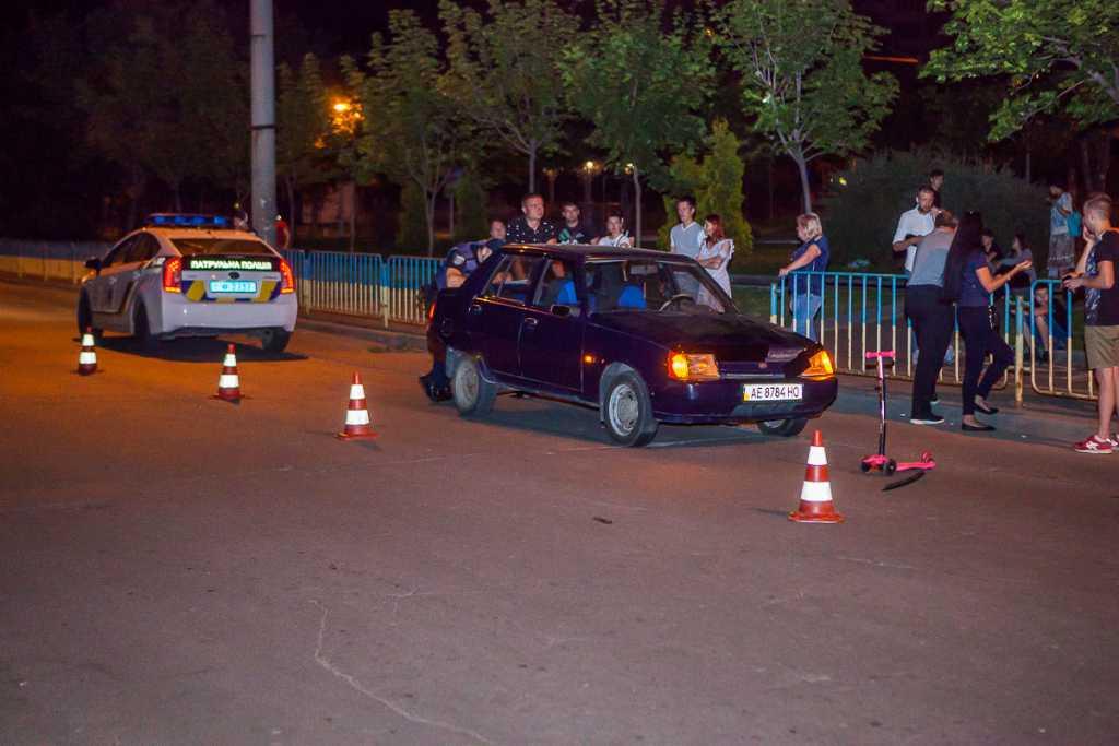 «Пока мама выпивала рядом»: В Днепре автомобиль наехал на 6-летнюю девочку
