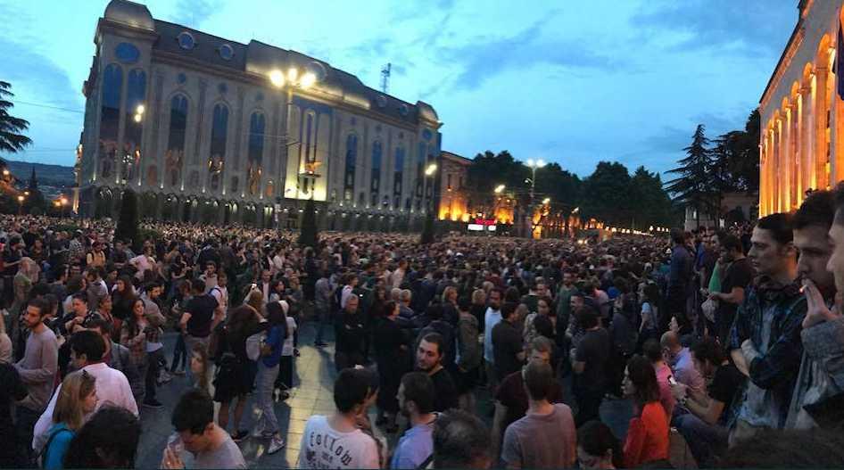 «Прокурор лишился поста, а премьер…»: Вся правда о том, почему начались многотысячные протесты в Грузии и что там сейчас происходит