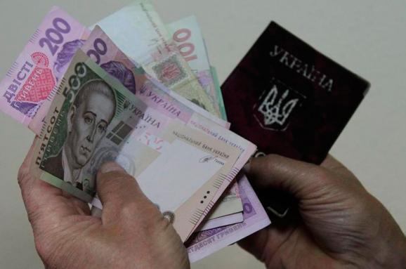 Социальные выплаты могут проверять по новой схеме: Что это изменит для чиновников и как повлияет на простых украинцев